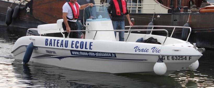 Le bateau de formation : Aquamar de 5,53 m moteur Suzucki : 90cv